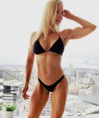 lesleymaxwell.fitness Instagram