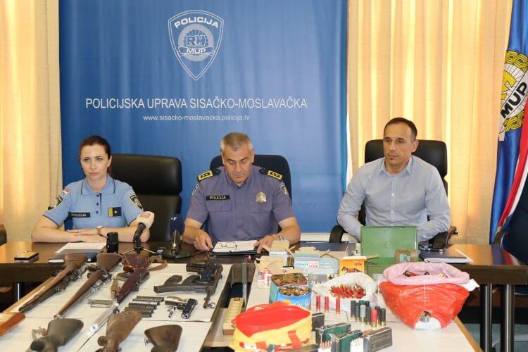 oruzje policija umirovljenik